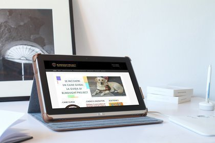 Tablet con browser aperto sul sito web di Blindsight Project ONLUS